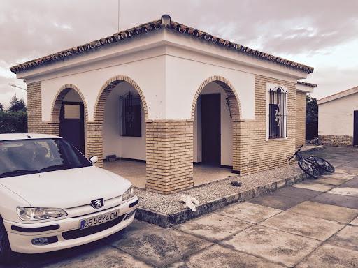 Casa en venta con 150 m2, 4 dormitorios  en Carmona, ventanal bajo