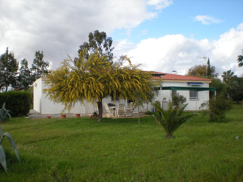 Casa en venta con 146 m2, 3 dormitorios  en Carmona