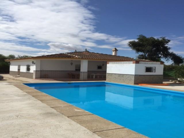 Casa en venta con 160 m2, 4 dormitorios  en Carmona, EL CORZO