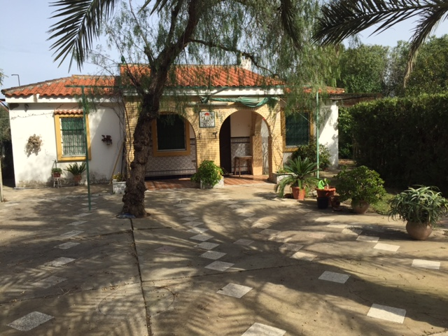 Casa en venta con 90 m2, 1 dormitorios  en Carmona, ventanal bajo