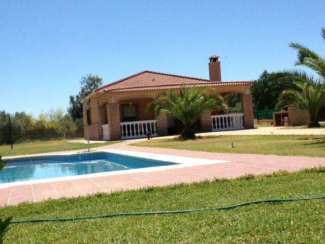 Casa en venta con 90 m2, 3 dormitorios  en Carmona, la barca
