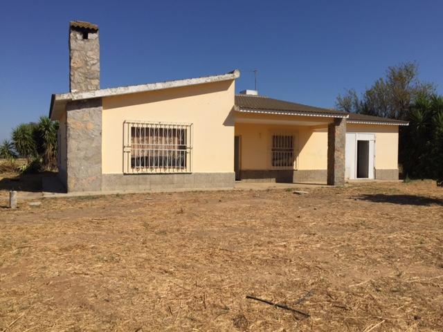 Casa en venta con 180 m2, 3 dormitorios  en Carmona, ventanal bajo