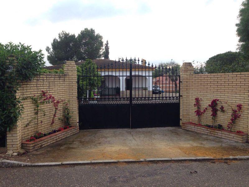 Casa en venta con 180 m2, 4 dormitorios  en Carmona, vemtanal bajo