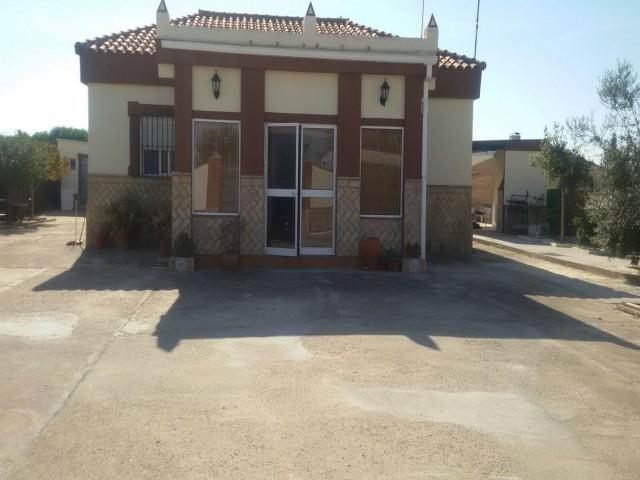 Casa en venta con 124 m2, 4 dormitorios  en Carmona, los naranjos