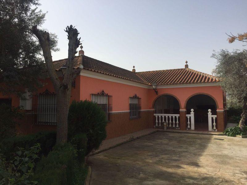 Casa en venta con 200 m2, 5 dormitorios  en Carmona, LOS NIETOS