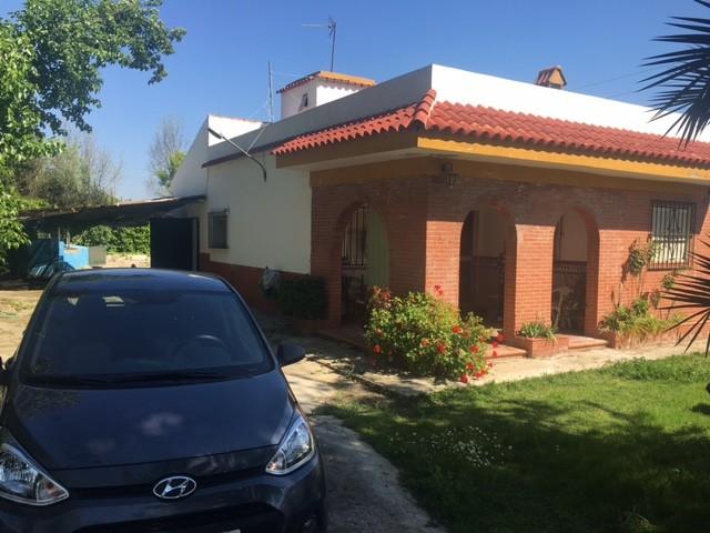 Casa en venta con 100 m2, 3 dormitorios  en Carmona, URB EL CORZO