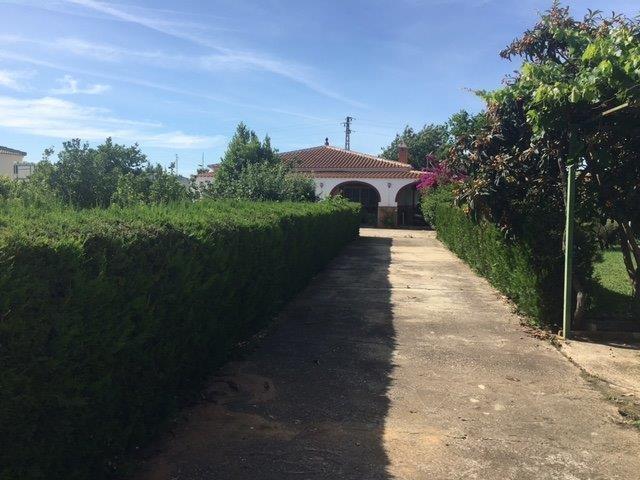Casa en venta con 150 m2, 4 dormitorios  en Carmona, RASOESPEJO