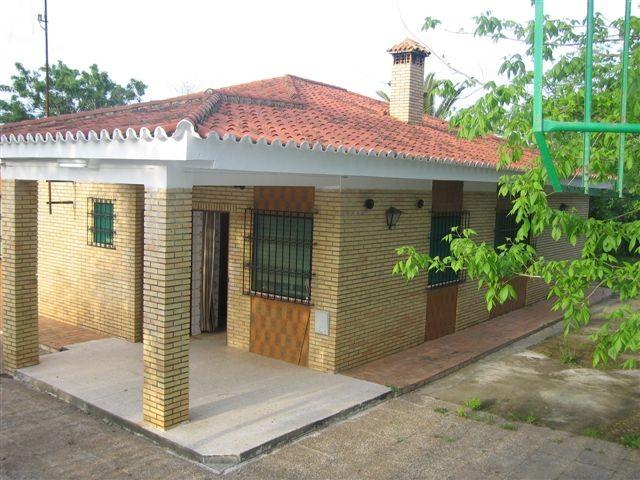 Casa en venta con 270 m2, 7 dormitorios  en Carmona, LAS MONJAS
