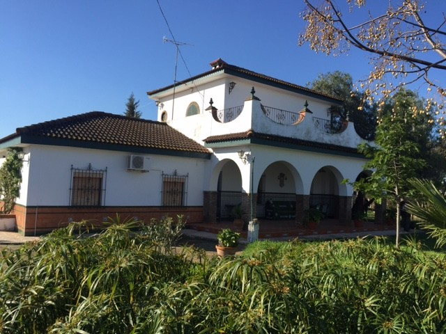Casa en venta con 250 m2, 4 dormitorios  en Carmona, LOS JINETES