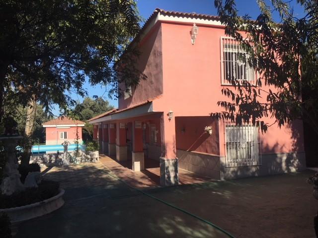 Casa en venta con 100 m2, 4 dormitorios  en Carmona, TORREPALMA