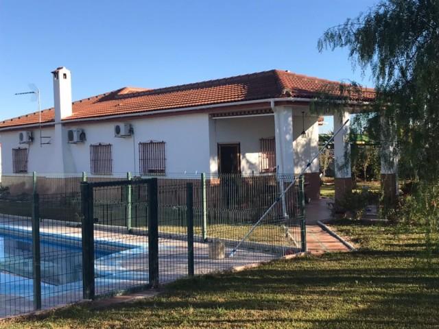 Casa en venta con 173 m2, 5 dormitorios  en Carmona, EL CORZO