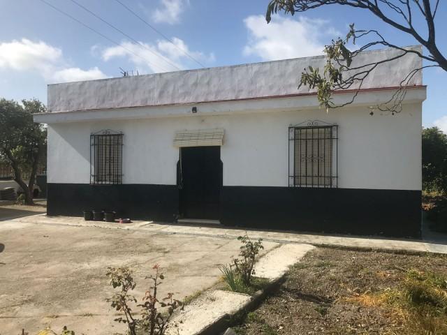Casa en venta con 90 m2, 2 dormitorios  en Carmona, URB. TRES PALMERAS