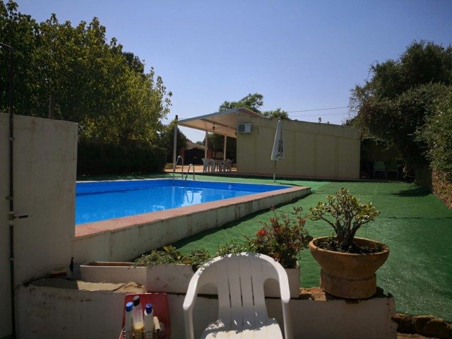 Casa en venta con 120 m2, 4 dormitorios  en Carmona, LOS FRUTALES