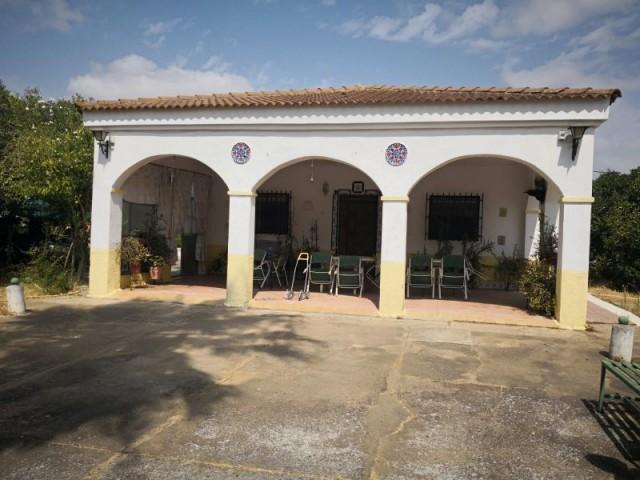 Casa en venta con 140 m2, 4 dormitorios  en Carmona, LA CELADA
