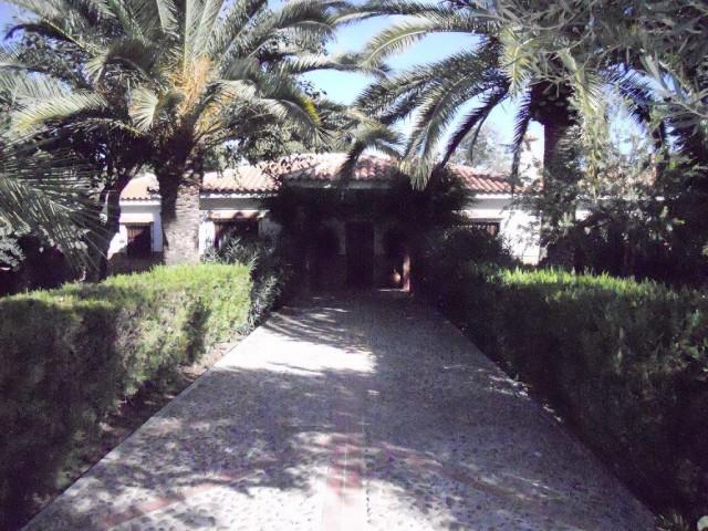 Casa en alquiler con 150 m2, 4 dormitorios  en Carmona, SAN FRANCISCO DE RAZOESPEJO