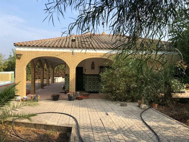 Casa en venta con 128 m2, 4 dormitorios  en Carmona, EL CORZO