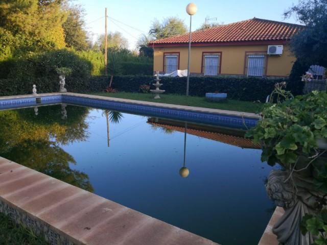 Casa en venta con 140 m2, 5 dormitorios  en Carmona, LA CELADA