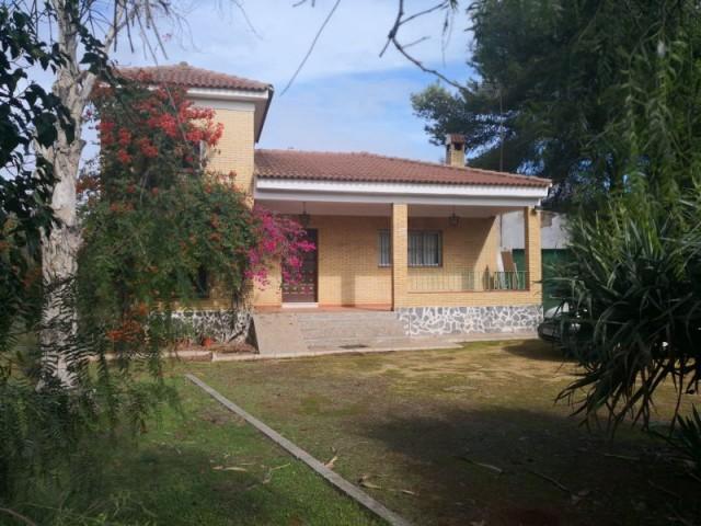 Casa en venta con 125 m2, 5 dormitorios  en Carmona, LAS MONJAS