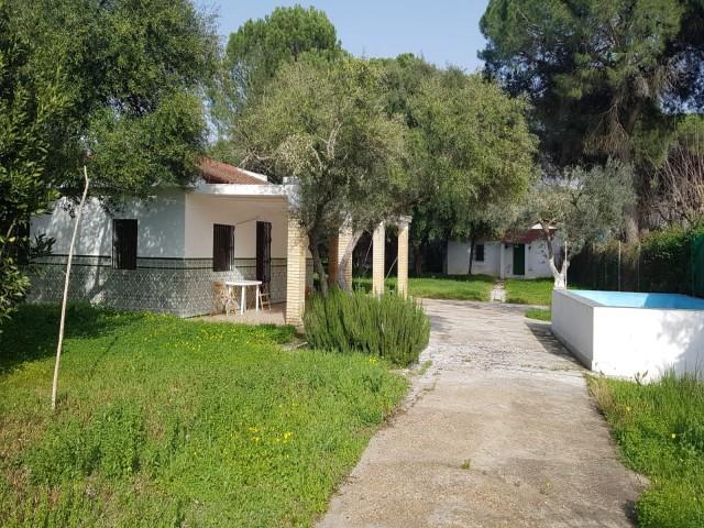 Casa en venta con 902 m2, 3 dormitorios  en Carmona, la algabarra