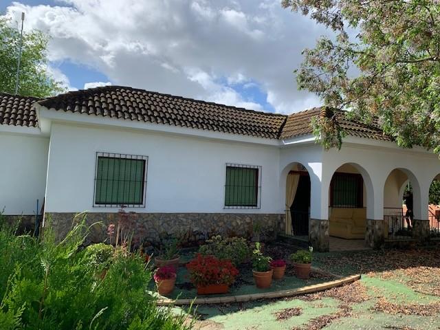 Casa en venta con 140 m2, 4 dormitorios  en Carmona, CORTIJOS DEL ALCOR