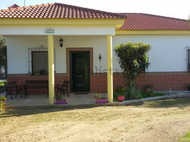 Casa en venta con 133 m2, 5 dormitorios  en Carmona, LA CELADA