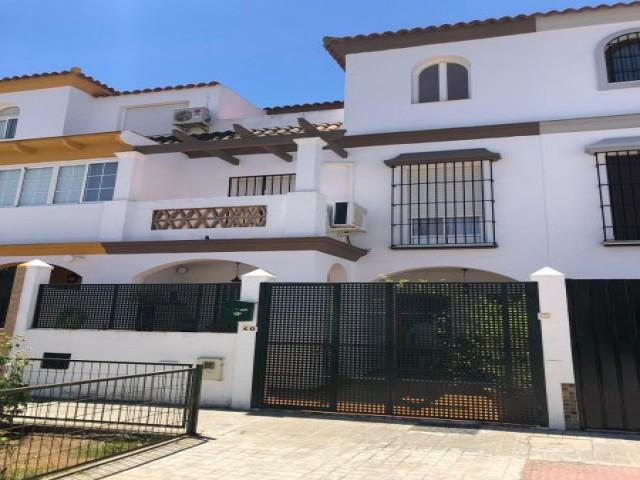 Casa en venta con 121 m2, 3 dormitorios  en Brenes, ESTACIÓN DE TREN CERCANÍAS
