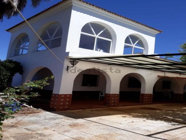 Casa en venta con 120 m2, 6 dormitorios  en Carmona, LOS JINETES