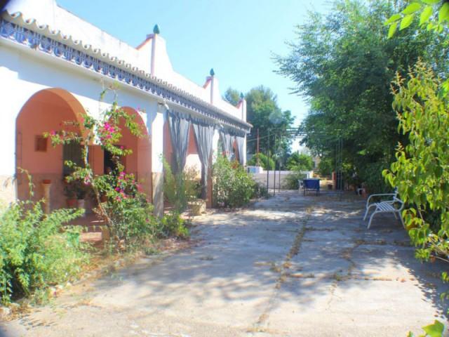 Casa en venta con 168 m2, 4 dormitorios  en Carmona, ventanal bajo
