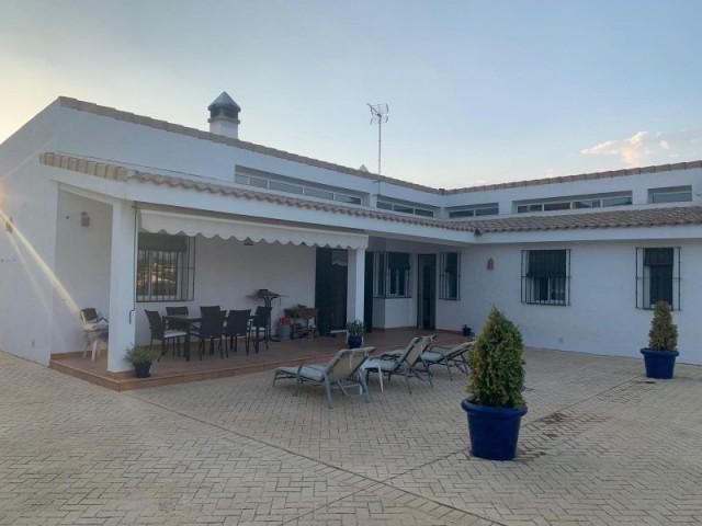 Casa en venta con 202 m2, 4 dormitorios  en Gerena, los zarzalejos