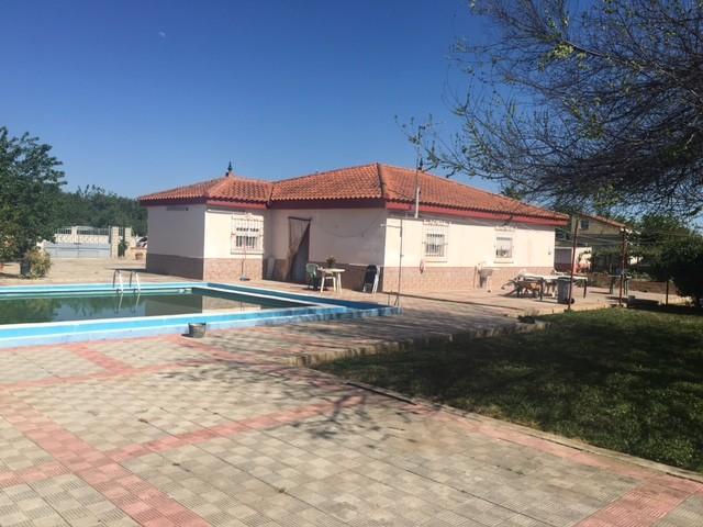 Casa en venta con 200 m2, 4 dormitorios  en Carmona, LA CELADA