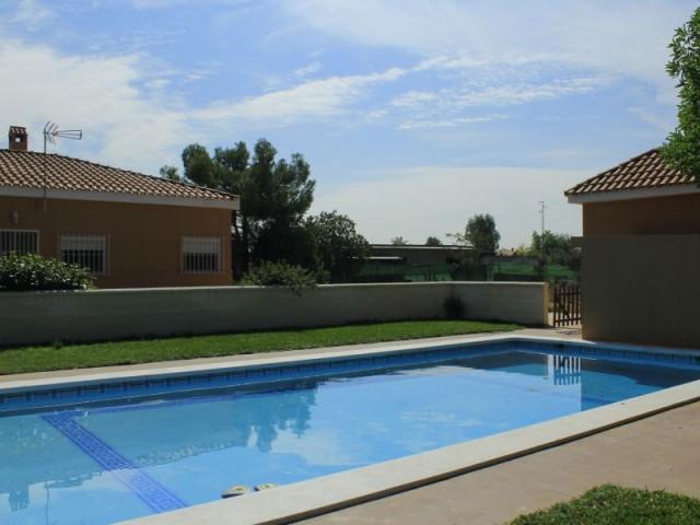 Casa en alquiler con opción a compra con 227 m2, 3 dormitorios  en Carmona, VIRGEN DE ARACELI