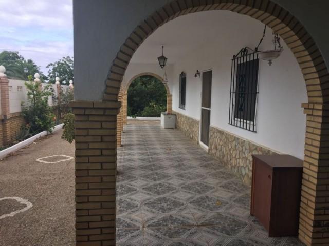 Casa en venta con 220 m2, 5 dormitorios  en Carmona, VENTANAL BAJO
