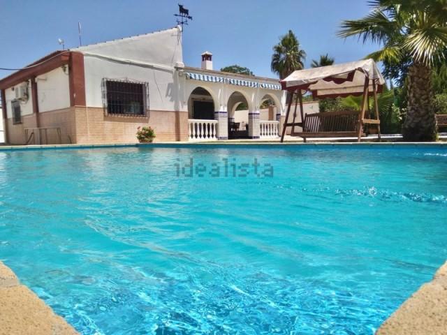 Casa en venta con 136 m2, 3 dormitorios  en Carmona, las monjas