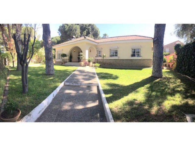 Casa en venta con 156 m2, 4 dormitorios  en Carmona, PINO GRANDE