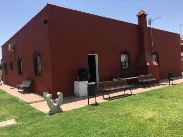 Casa en venta con 345 m2, 4 dormitorios  en Carmona, torrepalma