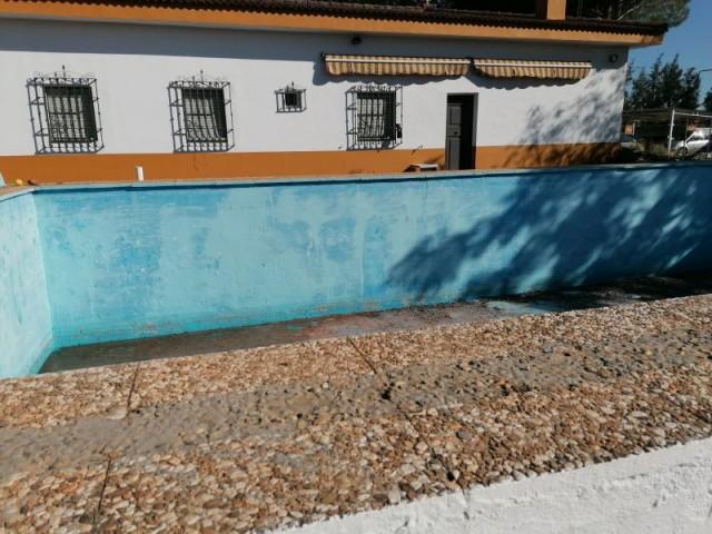 Casa en venta con 170 m2, 5 dormitorios  en Carmona, CAMPOSOL