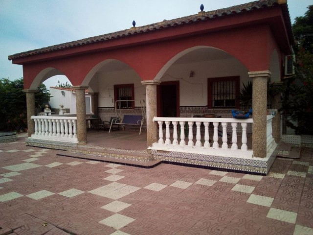 Casa en venta con 140 m2, 4 dormitorios  en Carmona, TORREPALMA