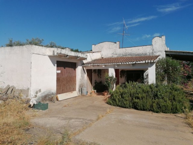 Casa en venta con 412 m2, 6 dormitorios  en Carmona, las monjas