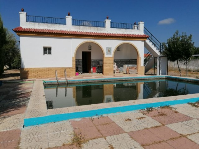 Casa en venta con 105 m2, 4 dormitorios  en Carmona, PRADOLLANO