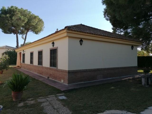 Casa en venta con 180 m2, 4 dormitorios  en Carmona, PINO GRANDE