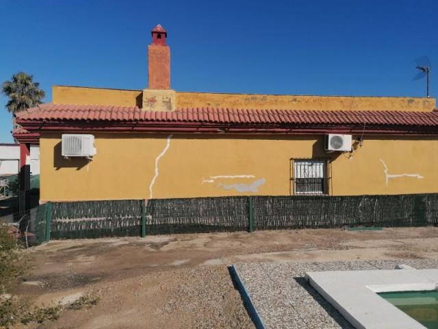Casa en venta con 120 m2, 4 dormitorios  en Carmona, LAS NARANJILLAS