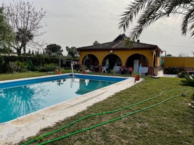 Casa en venta con 220 m2, 4 dormitorios  en Carmona, pradollano