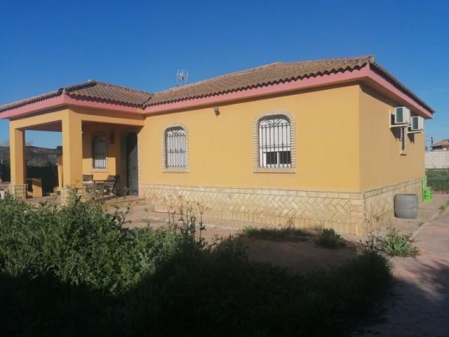 Casa en venta con 163 m2, 3 dormitorios  en Carmona, LAS NARANJILLAS