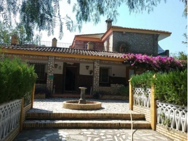 Casa en venta con 290 m2, 8 dormitorios  en Carmona, SAN FRANCISCO DE RASO ESPEJO