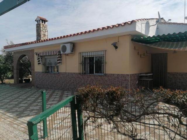 Casa en venta con 135 m2, 4 dormitorios  en Carmona, ENTREARROYOS