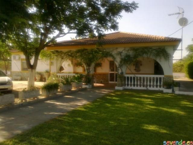 Casa en venta con 205 m2, 5 dormitorios  en Carmona, CAMPOSOL