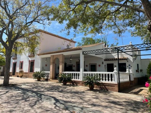 Casa en venta con 1226 m2, 6 dormitorios  en Carmona, HUERTO DEL SOLDADO