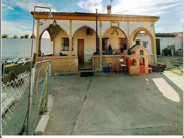Casa en venta con 150 m2, 4 dormitorios  en Carmona, EL SOCORRO