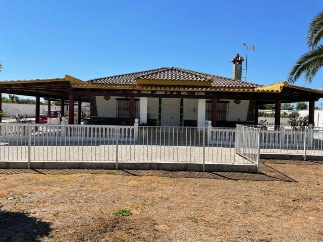 Casa en venta con 586 m2, 9 dormitorios  en Carmona, PRADOLLANO