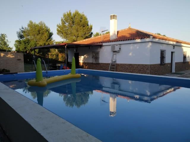 Casa en venta con 130 m2, 3 dormitorios  en Carmona, EL CORZO